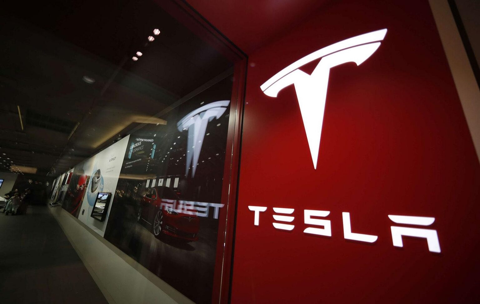 Tesla Inc.'s short sellers lost tens of billions of dollars last year as the stock surged to new highs.
