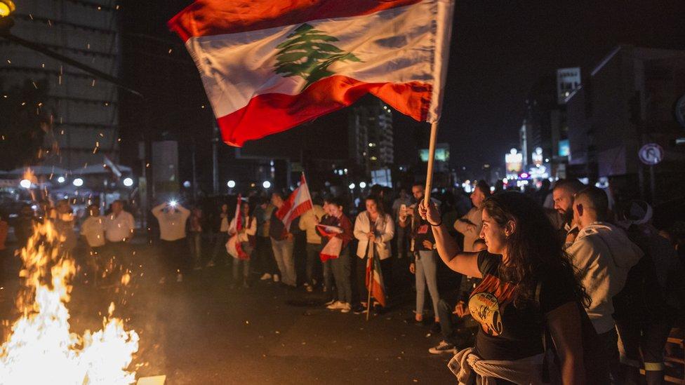 الفوضى تتسع في طرقات لبنان