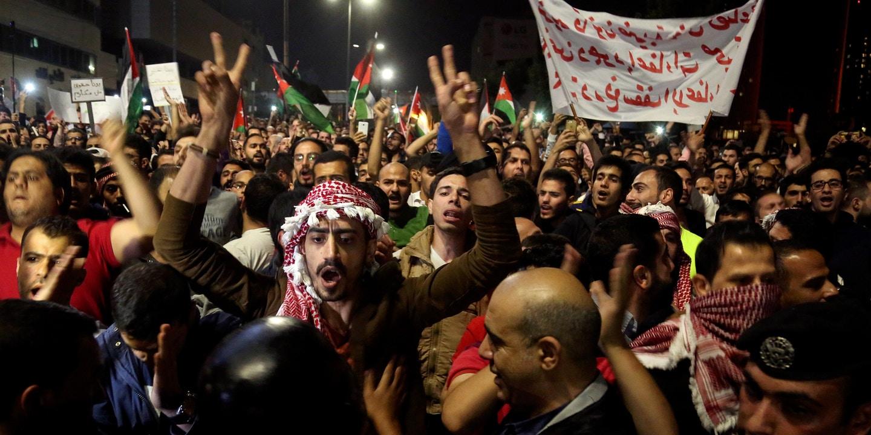 احتجاجات الأردنيين تتصاعد مع تفشي فيروس كورونا