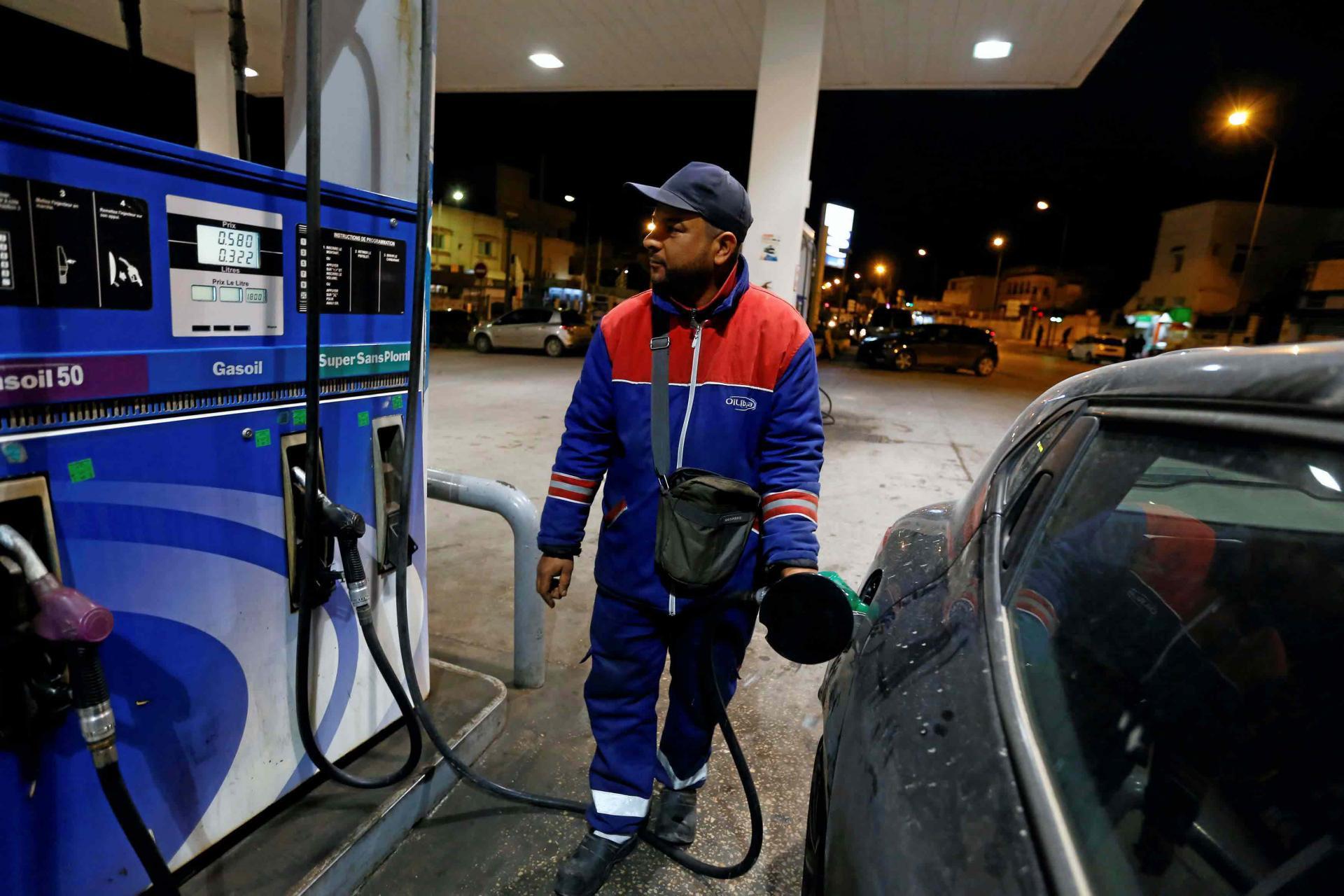 تونس ترفع أسعار الوقود لكبح عجز الميزانية