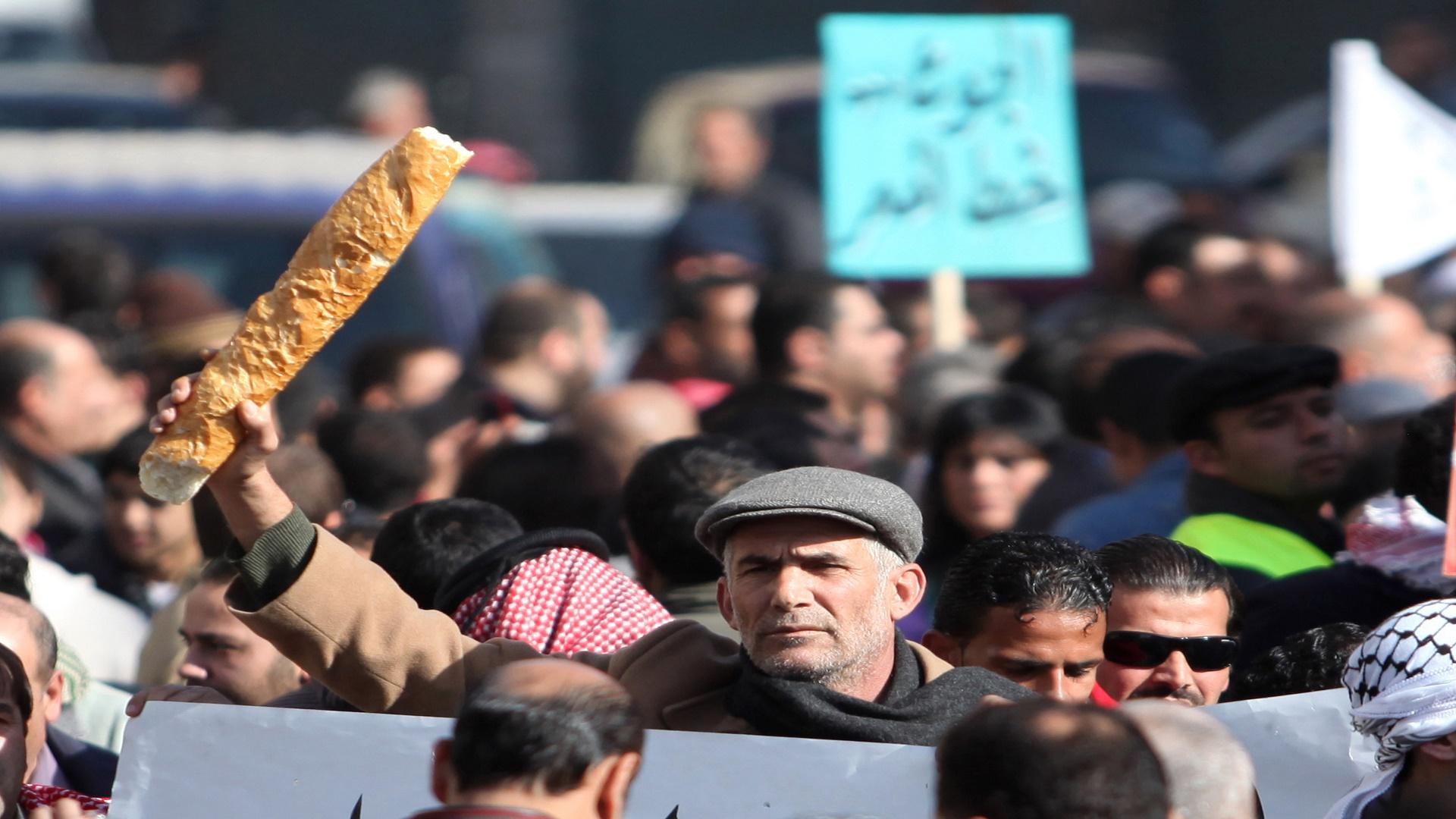 جدران الحكومة الأردنية تتصدع