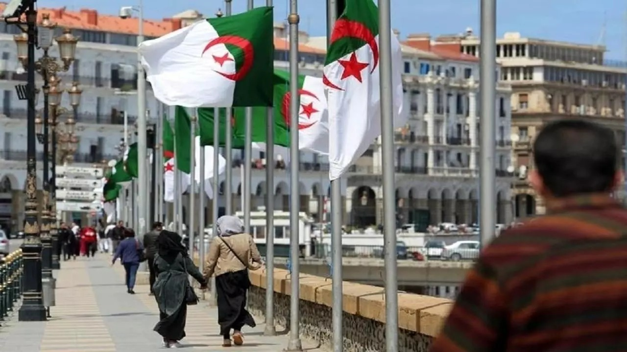 رئيس الجزائر يكشف عن تآكل احتياطات النقد الأجنبي للبلاد