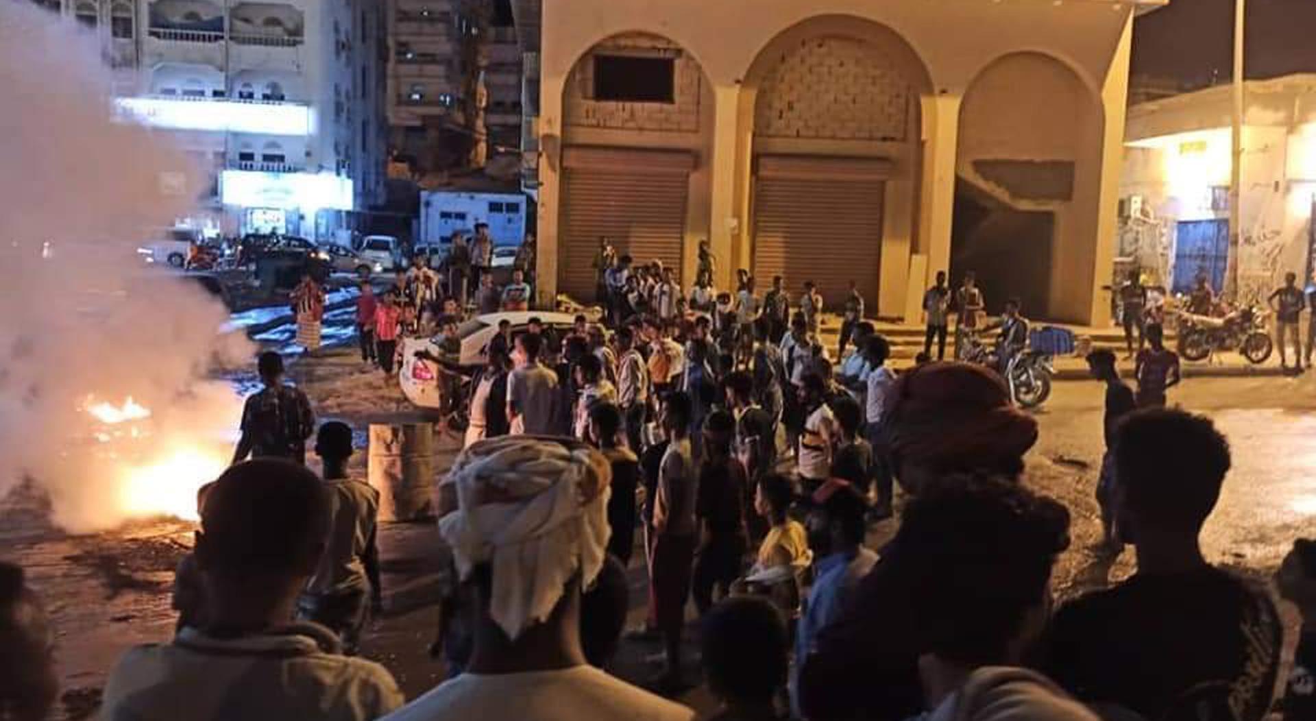 الاحتجاجات الغاضبة