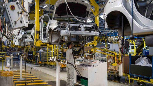 صناعة السيارات ونقص الرقائق