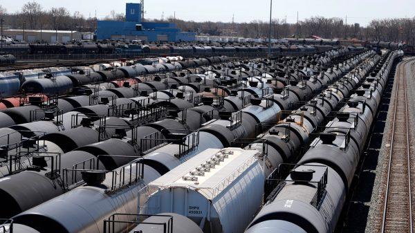 عودة صهاريج تخزين النفط