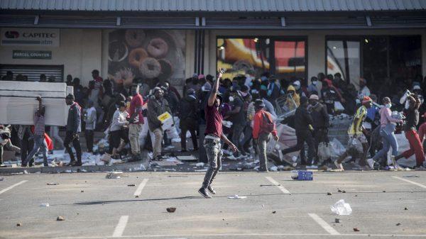 الاحتجاجات الغاضبة بجنوب أفريقيا