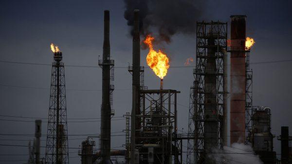 أسعار النفط وانبعاثات الكربون