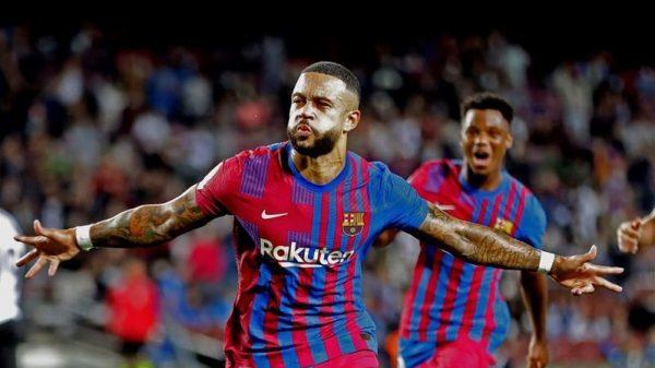 برشلونة يضرب فالنسيا بثلاثية بالدوري الإسباني